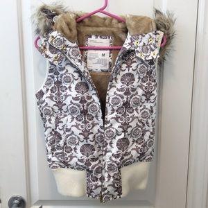 🐻🐾 NWOT - Removable hood puffer vest